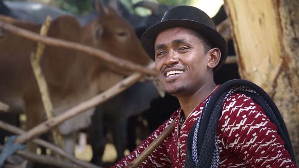 """Hachalu Hundessa in un'immagine tratta dal video della sua ballata """"Maalan Jira"""""""