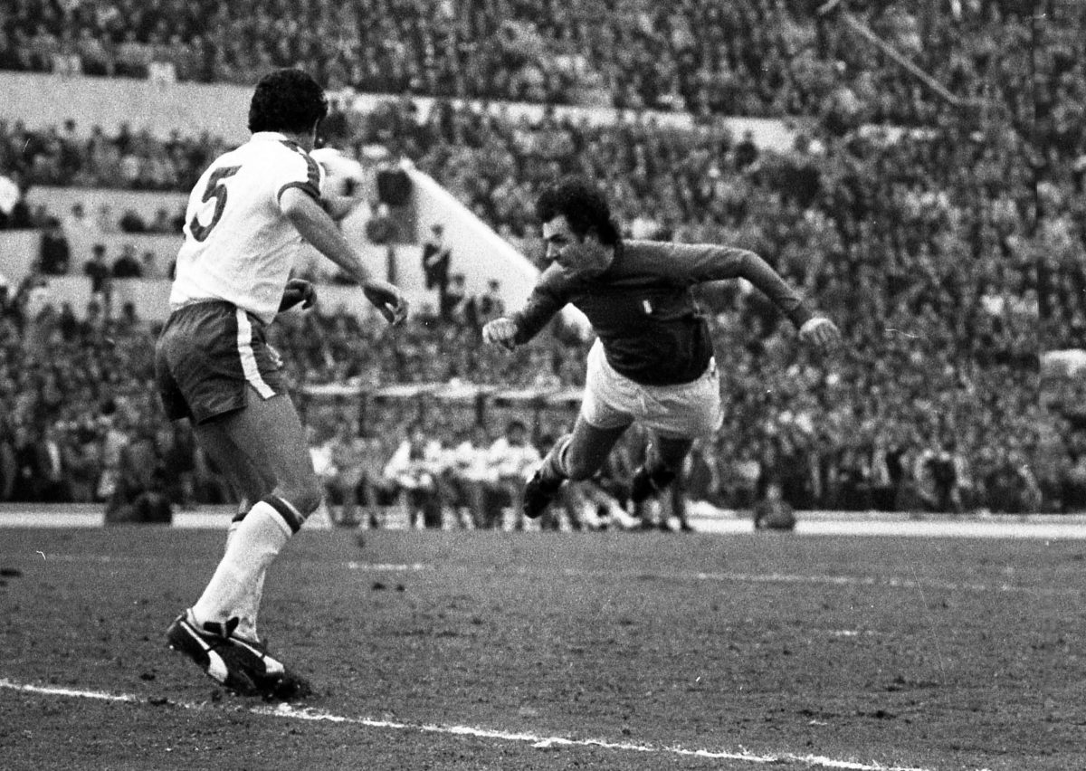 Roberto Bettega segna contro l'Inghilterra nel 2-0 delle qualificazioni mondiali nel 1976
