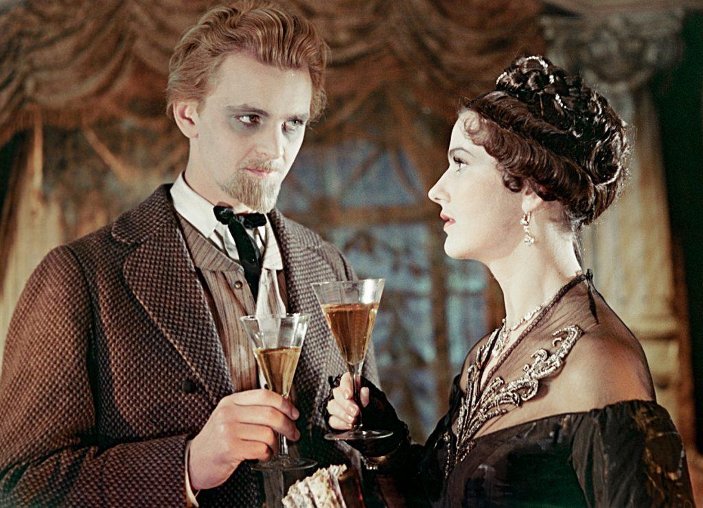Yury Yakovlev (principe Myškin) e Yuliya Borisova (Nastàs'ja Filìppovna) nel film L'idiota (1958)